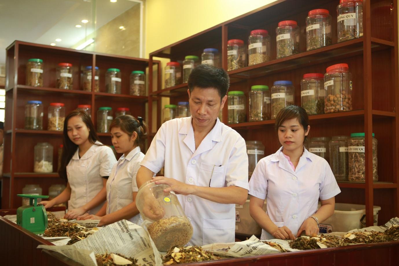 Phương pháp cấy chỉ chữa bệnh Việt Nam qua lăng kính người châu Âu