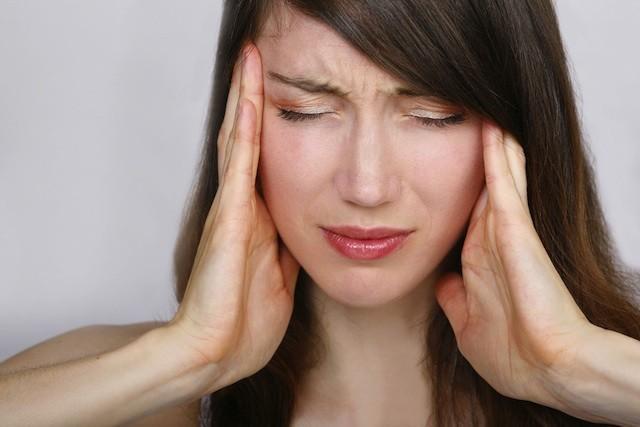 Bệnh đau đầu buồn nôn do căng thẳng, stress