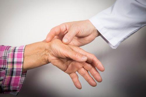 Triệu chứng và cách phòng bệnh viêm khớp mãn tính