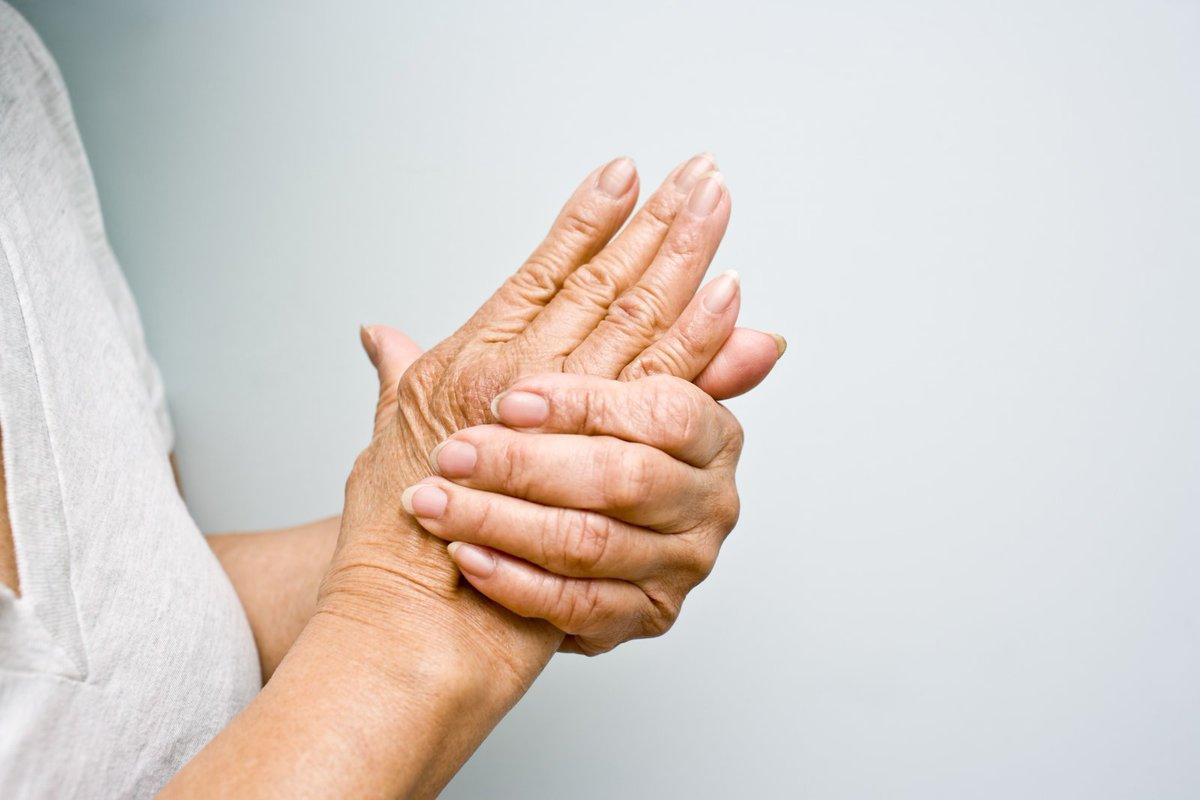 Phòng bệnh nhức mỏi tay chân ở người già