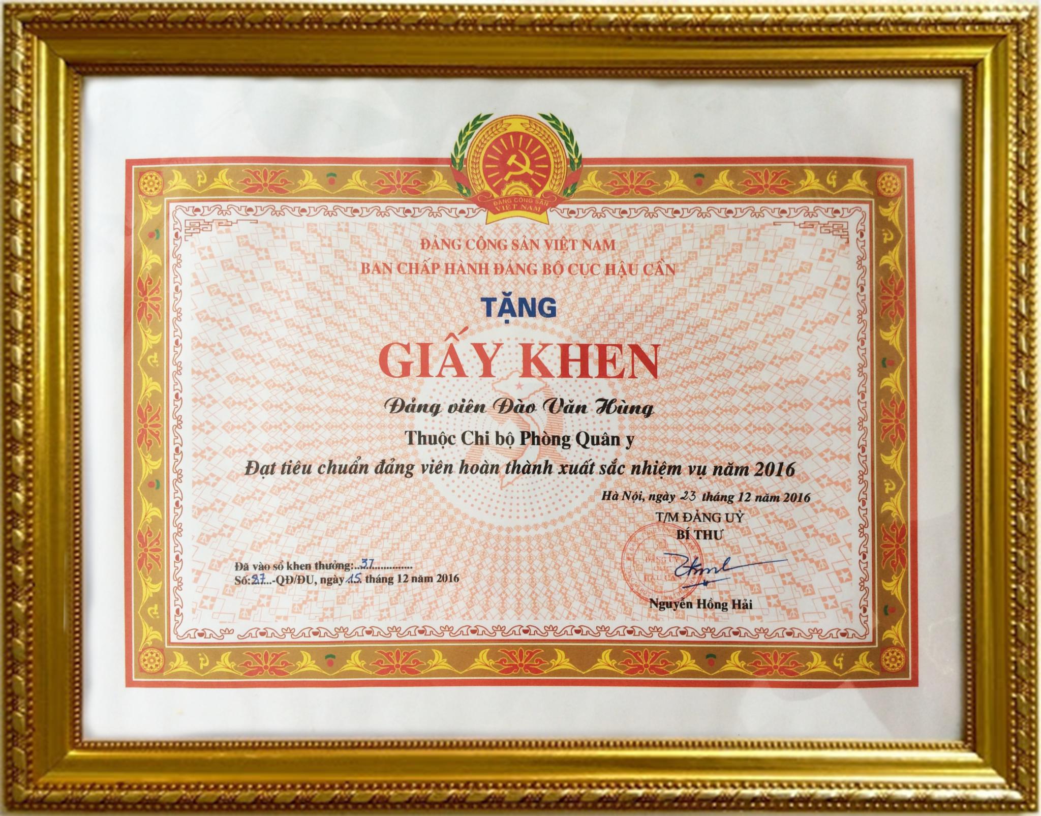 Bằng khen của ban chấp hành đảng bộ cục hậu cần năm 2016 tặng Bs Đào Văn Hùng